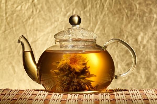 Большой чайник листового чая